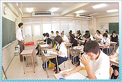 各教室は冷暖房完備